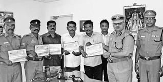 In appreciation: Sandeep Mittal, Deputy Inspector General of Police, giving away certificate to policemen in Ramanathapuram on Tuesday. — Photo: L. Balachandar