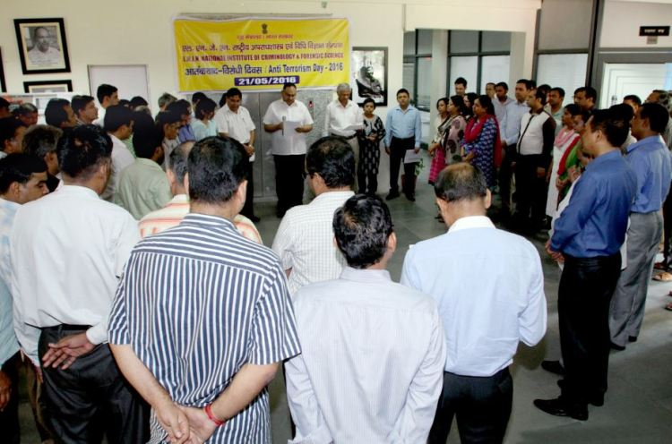 Shri Sh. Sandeep Mittal, IPS, DIG (Admin), NICFS administering the oath to the Staff and Trainees