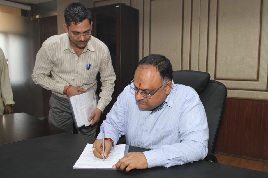 Sh. Sandeep Mittal IPS taking the charge as the Director, NICFS